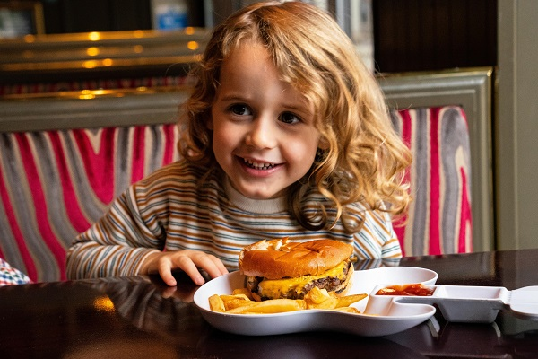 KIDS EAT FREE Sommer-Special